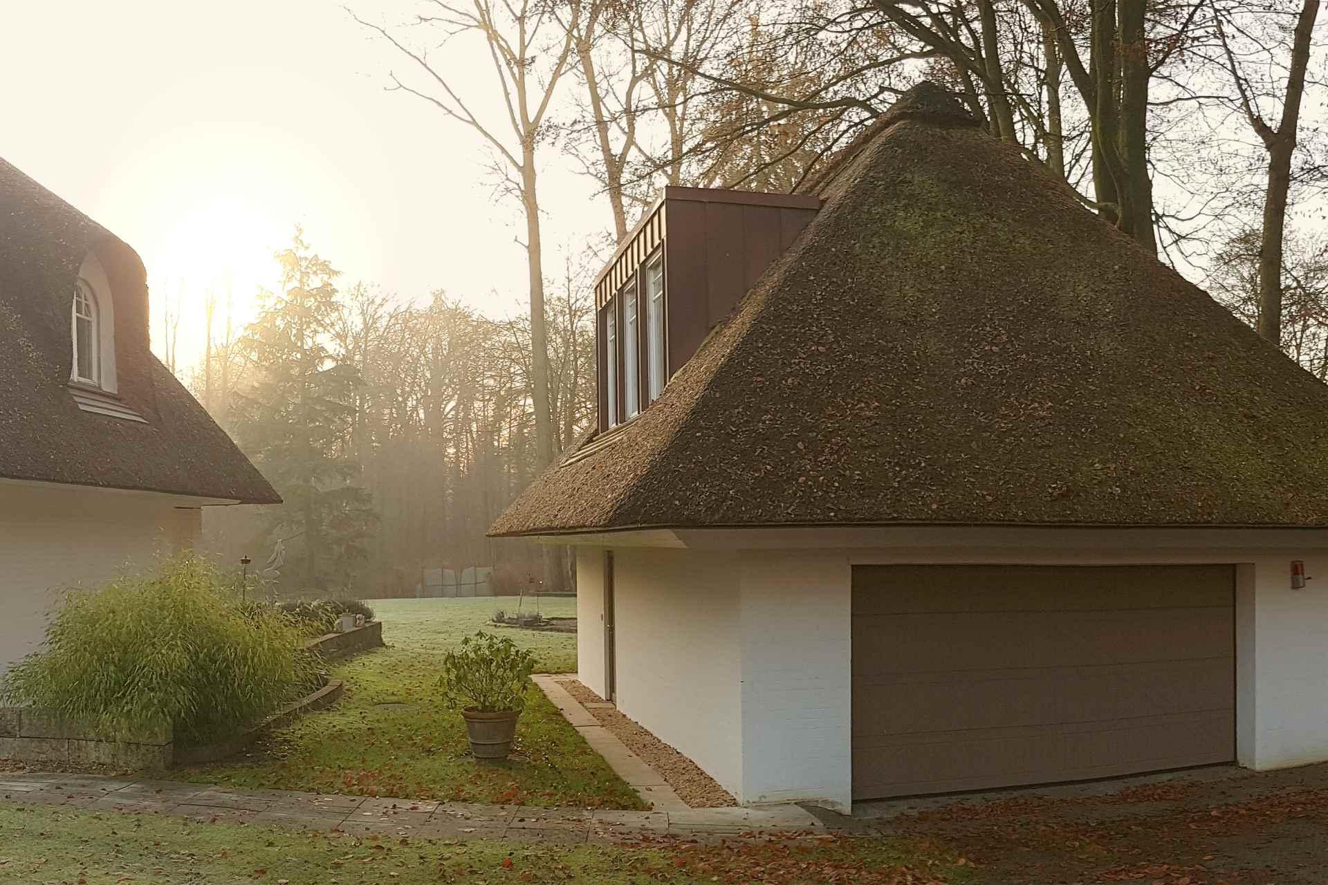 GRJ (Wohnbauten + Umbau und Sanierung) Umbau einer Reetdachvilla von 1949